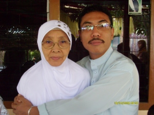 my-dearest-nenek-and-uncle-_-met-berangkat-haji-ya-nek